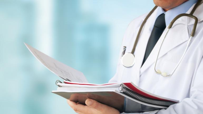Conforme CFM, o médico devidamente inscrito no Conselho Regional de Medicina está apto ao exercício legal da medicina, em qualquer de seus ramos